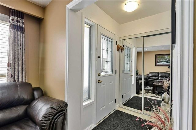 7787 Priory Crescent - entryway