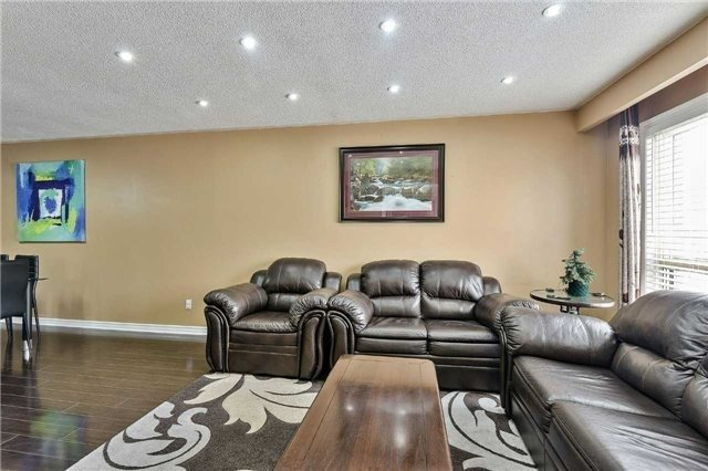 7787 Priory Crescent - living room