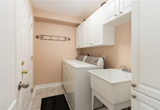 34 Gateway Crt - laundry room