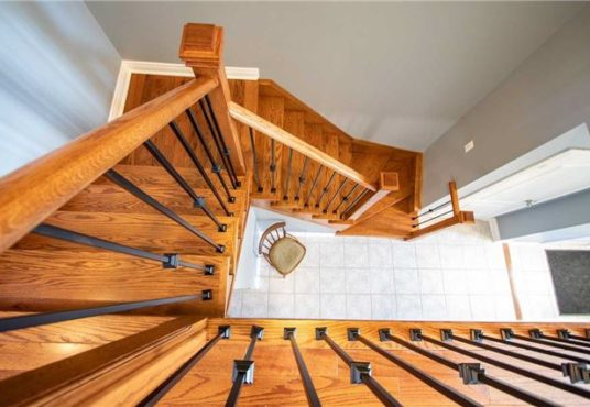34 Gateway Crt - upper staircase view