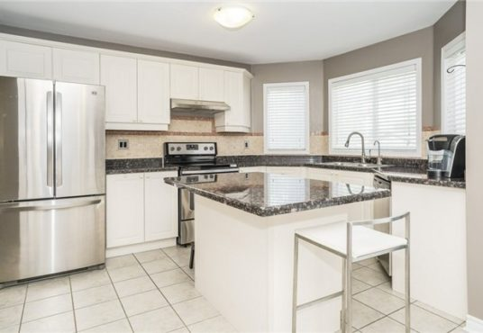 729 Turrell Cres - Kitchen