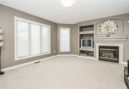 729 Turrell Cres - Living Room